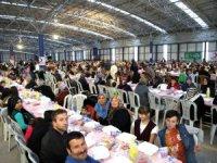Aksaray Belediyesi, binlerce vatandaşa iftar yemeği verdi