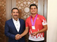 Vali Ali Mantı başarılı sporcuyu ödüllendirdi