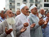 Aksaraylı 84 hacı adayı, dualarla kutsal topraklara uğurlandı