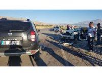 Otomobillerin hurdaya döndüğü kazada 3 kişi yaralandı