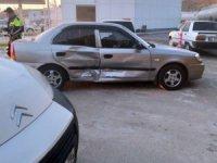 Aksaray'da 2 otomobil çarpıştı: 3 yaralı