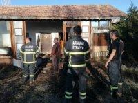 Bağ evindeki yangın vatandaşların müdahalesiyle söndürüldü