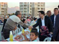 2 Bin Kişi Yunus Emre Mahallesinde İftar Yemeğinde Buluştu