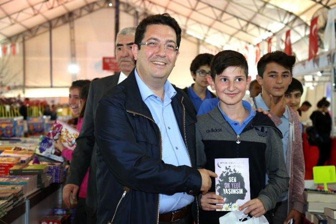 Başkan Yazgı, Kitap Fuarında Gençlerle Buluştu