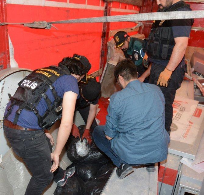 Hurda Yüklü Tırda 150 Kilo Esrar Ele Geçirildi
