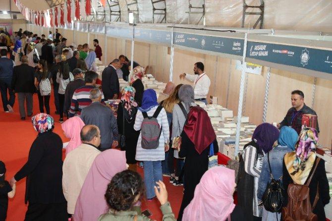 Aksaray'da Kitap Günleri Fuarını 182 Bin 526 Kişi Ziyaret Etti