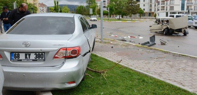 Aksaray'da Otomobiller Çarpıştı: 2 Ağır Yaralı