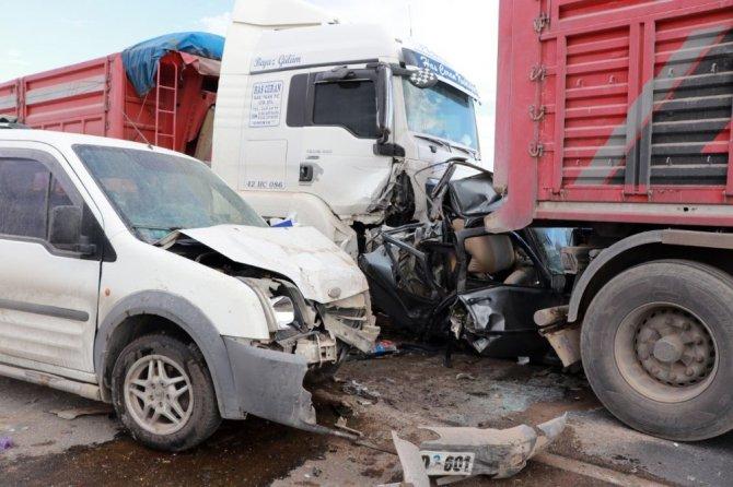 Aksaray'da Kum Fırtınası Zincirleme Kazaya Sebep Oldu: 2 Ölü, 19 Yaralı