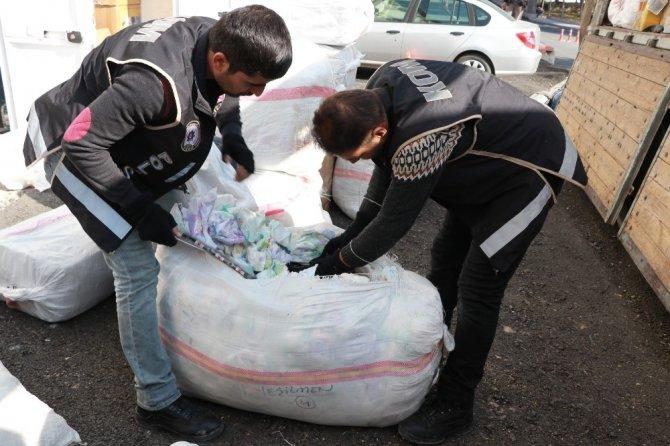 Aksaray'da Bebek Bezleri Arasında Kaçak Sigara Sevkiyatı