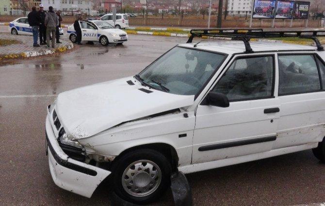 Aksaray'da İki Otomobil Çarpıştı: 1 Yaralı