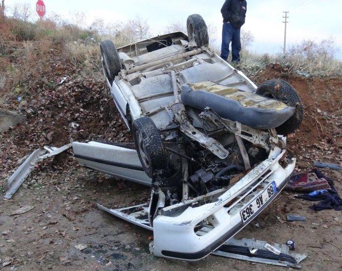 Aksaray'da Otomobil Menfeze Devrildi: 4 Yaralı