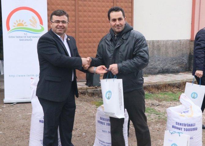Aksaray'da 183 Çiftçiye Ücretsiz Nohut Tohumu Dağıtıldı