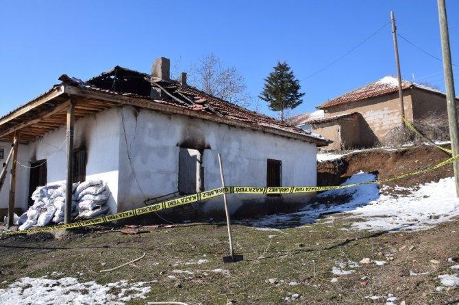 Keserle başına vurdukları adamı 14 yerinden bıçaklayıp yakan zanlılar tutuklandı