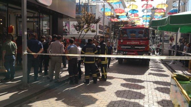 Tekstil mağazasında yangın paniği