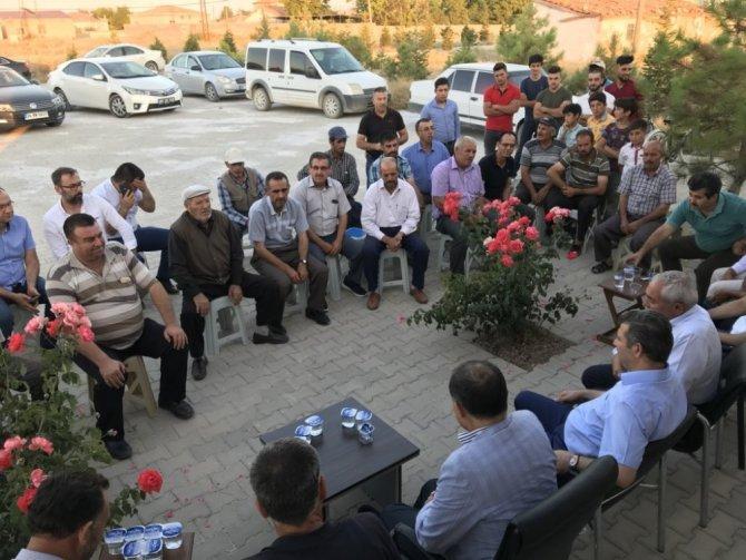 AK Parti heyeti köylerde vatandaşları dinliyor