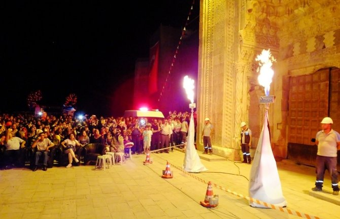Aksaray'ın Sultanhanı ilçesinde doğalgaz kullanıma sunuldu