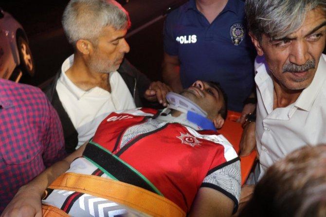 Sınır dışı edilecek mültecileri taşıyan otobüs devrildi: 17'si polis 41 yaralı