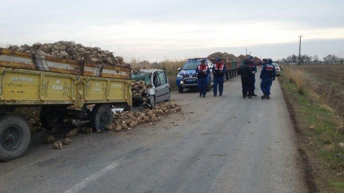 Aksaray'da otomobil römorka çarptı: 1 ölü