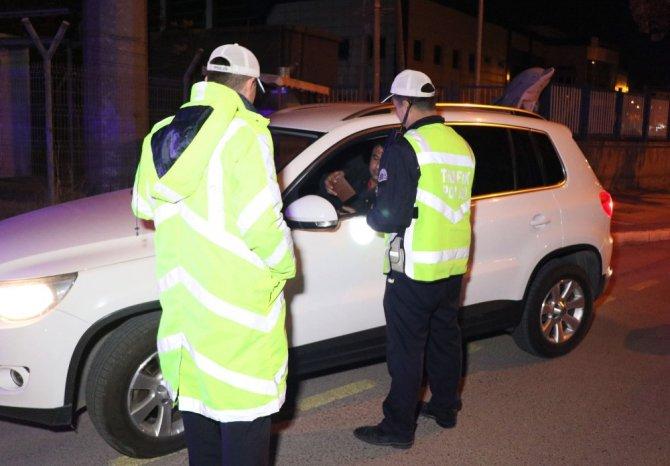 Aksaray'da polis trafik kural ihlallerine geçit vermiyor