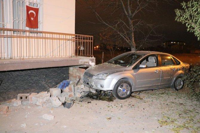 Kazayı burnu bile kanamadan atlattı, şokunu atmak için araç içinde yattı