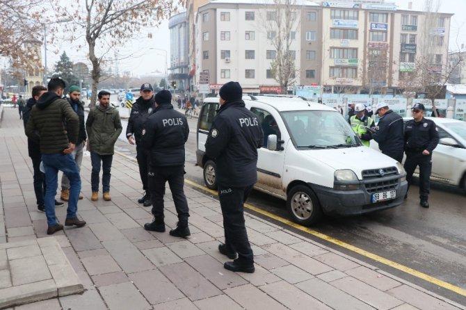 Aksaray'da polis okul bölgelerinde denetimlerini sıklaştırdı