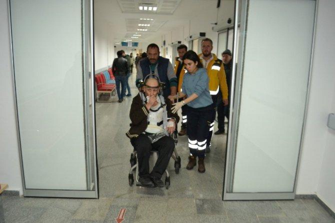 Aksaray'da otomobil şarampole devrildi: 4 yaralı