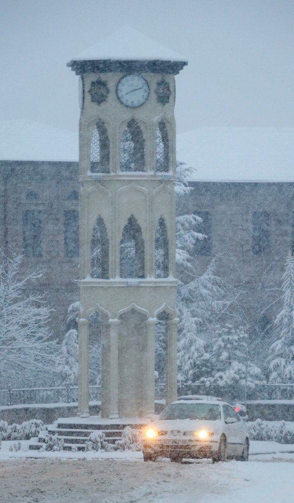 Aksaray'da kar yağışı etkili oluyor, okullar tatil edildi