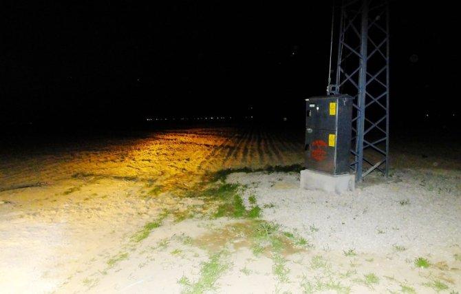 Aksaray'da 3 gün önce kurulan trafonun kablolarını çaldılar