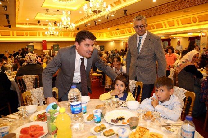 Aksaray Belediyesinden yetim çocuklar ve ailelerine iftar