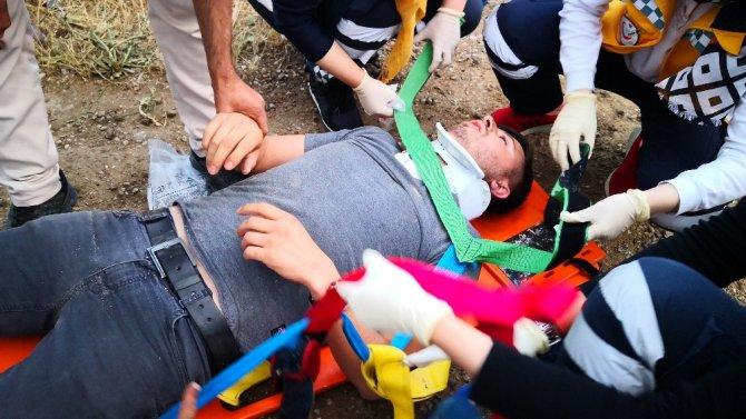 Kamyonet şarampole devrildi: 2 yaralı