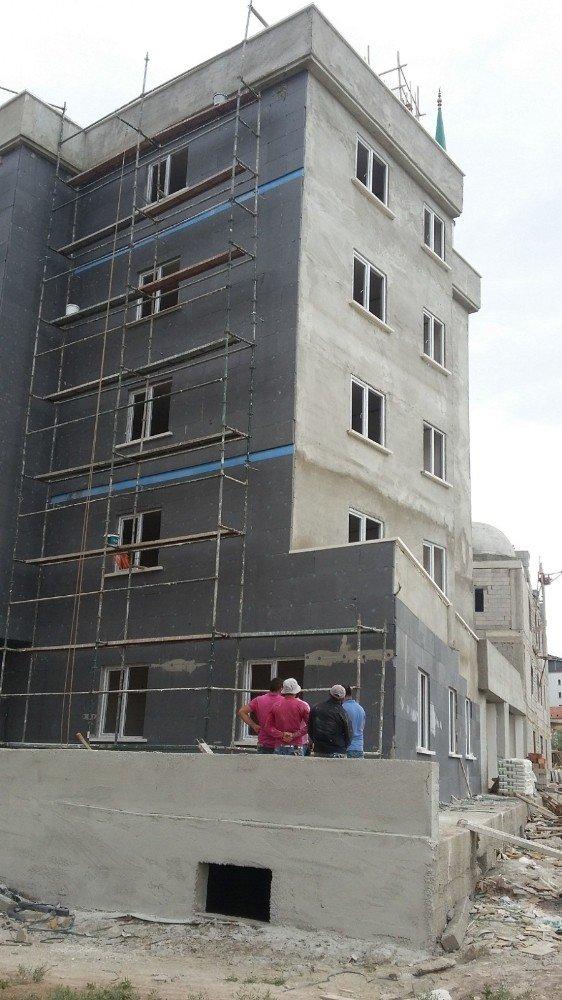 5. kattan düşen işçi ağır yaralandı