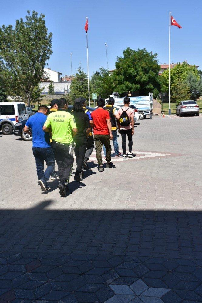 Aksaray'da 157 yabancı uyruklu şahıs sınır dışı edildi
