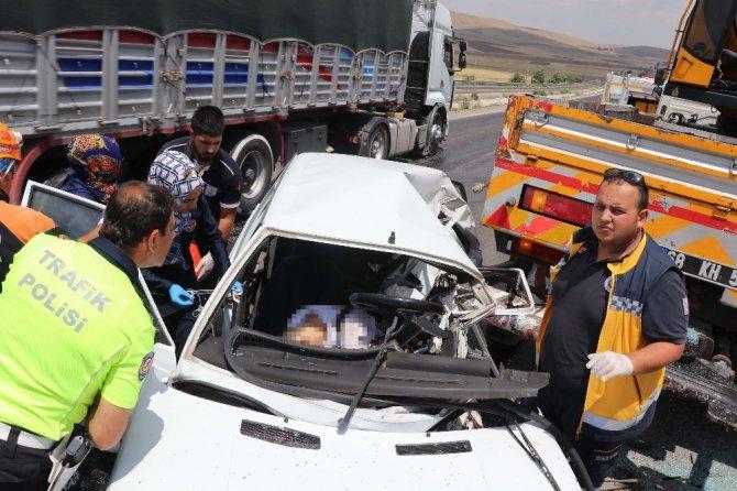 Otomobil vince arkadan çarptı: 1 ölü