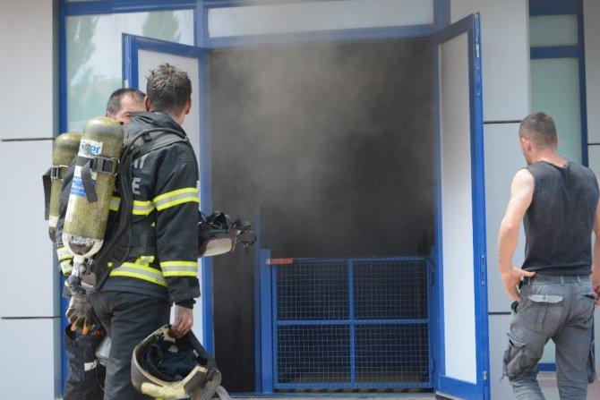 Elektrik trafosu patladı, yangında mahsur kalan 19 kişi kurtarıldı