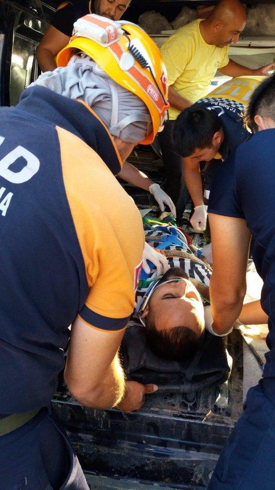 Aksaray'da minibüs ile kamyon çarpıştı: 1 yaralı