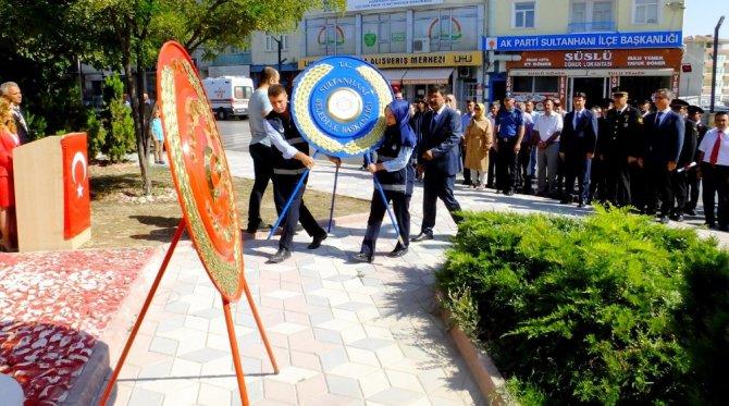Çinli turistlerden saygı duruşu