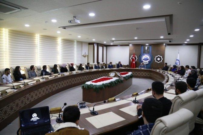 """ASÜ Rektörü Şahin: """"Derslerin dışında da bir hayatınız olsun"""""""