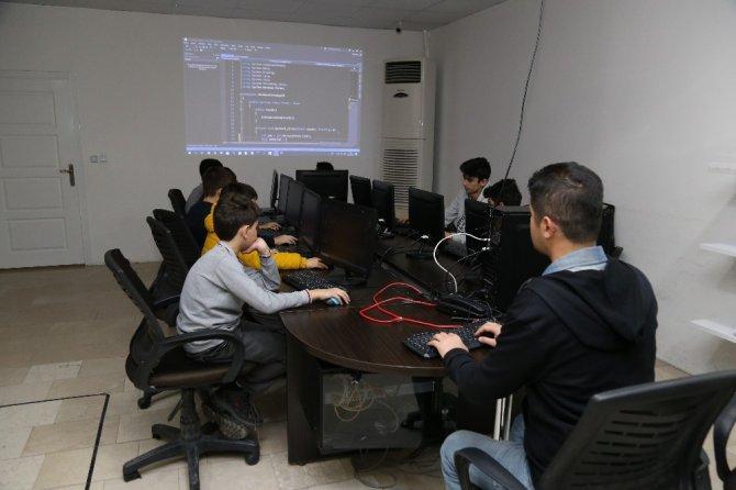 Kodlama ve robotik kodlama eğitimine Aksaray Belediyesi desteği