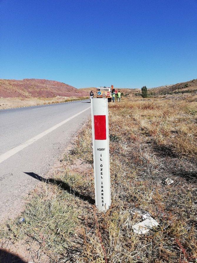 Köy yollarındaki trafik işaret ve levhaları yenilendi.