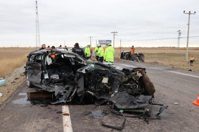 Aksaray'da servis minibüsü ile otomobil çarpıştı: 16 yaralı