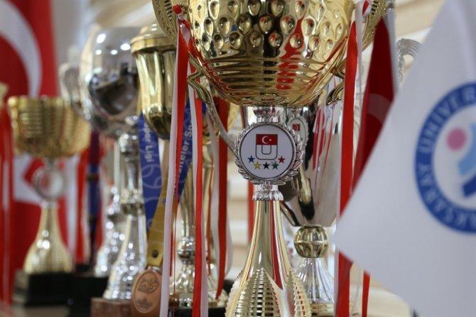 ASÜ kendi yaşıtı kamu üniversiteleri arasında 19 madalya ile ikinci oldu