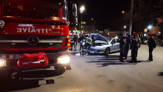 Otomobil yangını paniğe neden oldu