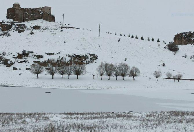 Aksaray'da göletler buz tuttu