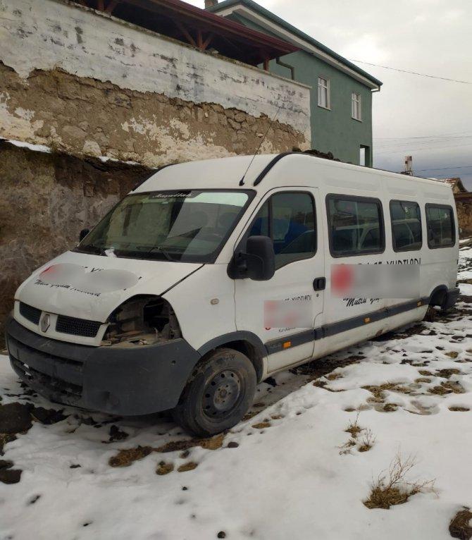 Tamirciden çalınan minibüs köyde bulundu