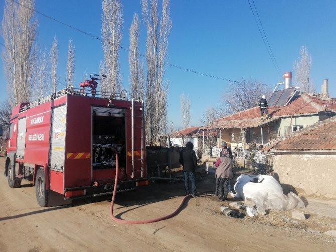 Müstakil evde sobadan sıçrayan kıvılcım yangına neden oldu