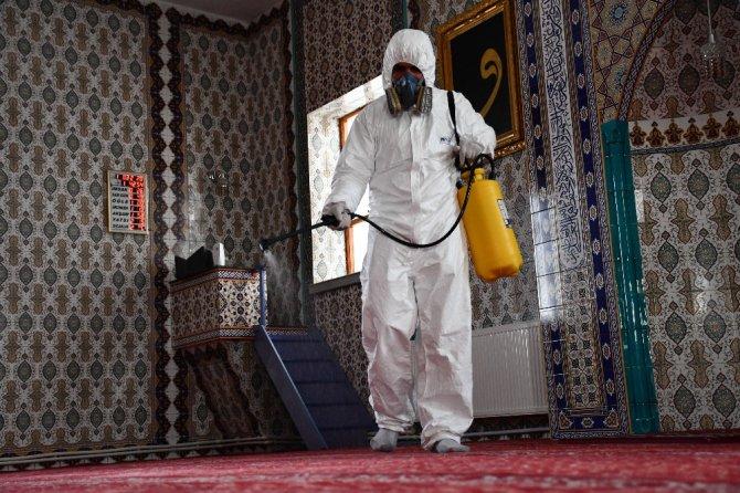 Aksaray'da camiler korona virüsüne karşı dezenfekte ediliyor