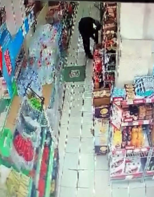 Marketteki hırsızlık güvenlik kamerasına yakalandı