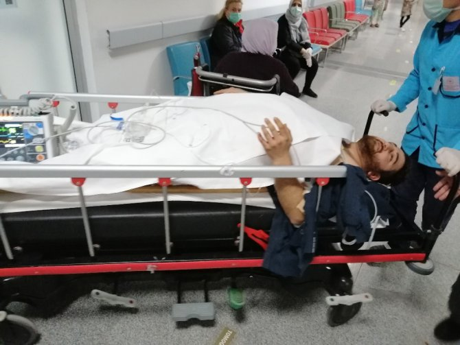 Üvey kardeşlerin bilgisayar kavgası kanlı bitti: 1'i ağır 2 yaralı