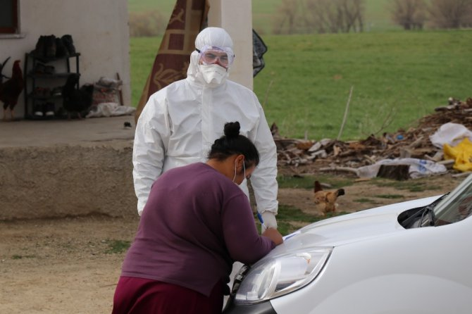 Karantinaya alınan köyde tespit ve test çalışması yapılıyor