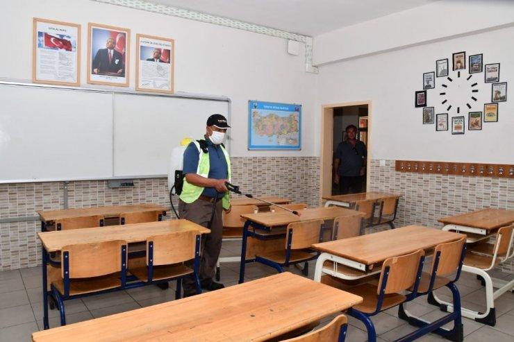 Aksaray Belediyesi sınav öncesinde okulları dezenfekte ediyor